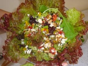 Uma salada leve, bonita e nutritiva!