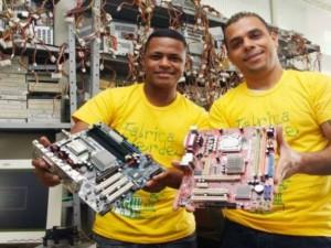 rapazes qualificados pelo Projeto Fábrica Verde!!!