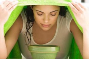 a nebulização com óleo de eucalipto descongestiona as vias respiratórias e alivia a dor de garganta