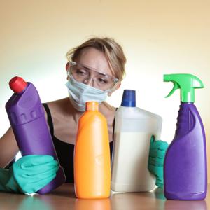A grande maioria dos produtos de limpeza e de higiene pessoal que usamos está carregada de ingredientes super tóxicos extremamente prejudiciais à nossa saúde! CUIDADO!!!