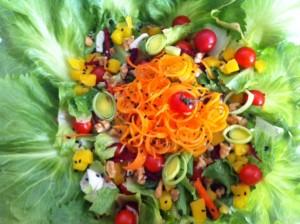 A salada primavera da Zizi Mommy é colorida, gostosa e fácil de fazer!