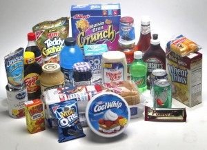 Grande parte dos alimentos industrializados contêm porções generosas de açúcar! Confira você mesmo: passe a ler os rótulos!