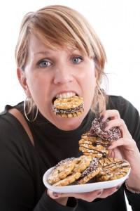 Comer açúcar refinado nos deixa à mercê de um transtorno alimentar muito complicado: a compulsão alimentar