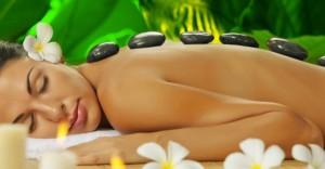 Se dê de presente uma massagem com pedras quentes!!! Você merece!